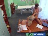 Esta chica le pide al medico un hijo suyo