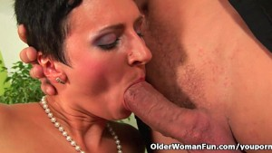 Soccer mom gets a full load of cum in her mouth