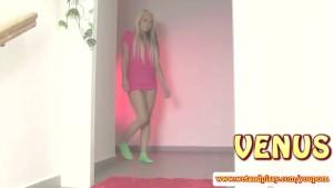 Wam fetish blonde sliding in her pee