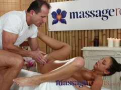 Massage Rooms Sexy wrinkled soles and young legs oiled and savoured