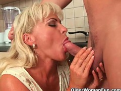 YouPorn - Mature mom knows how t...