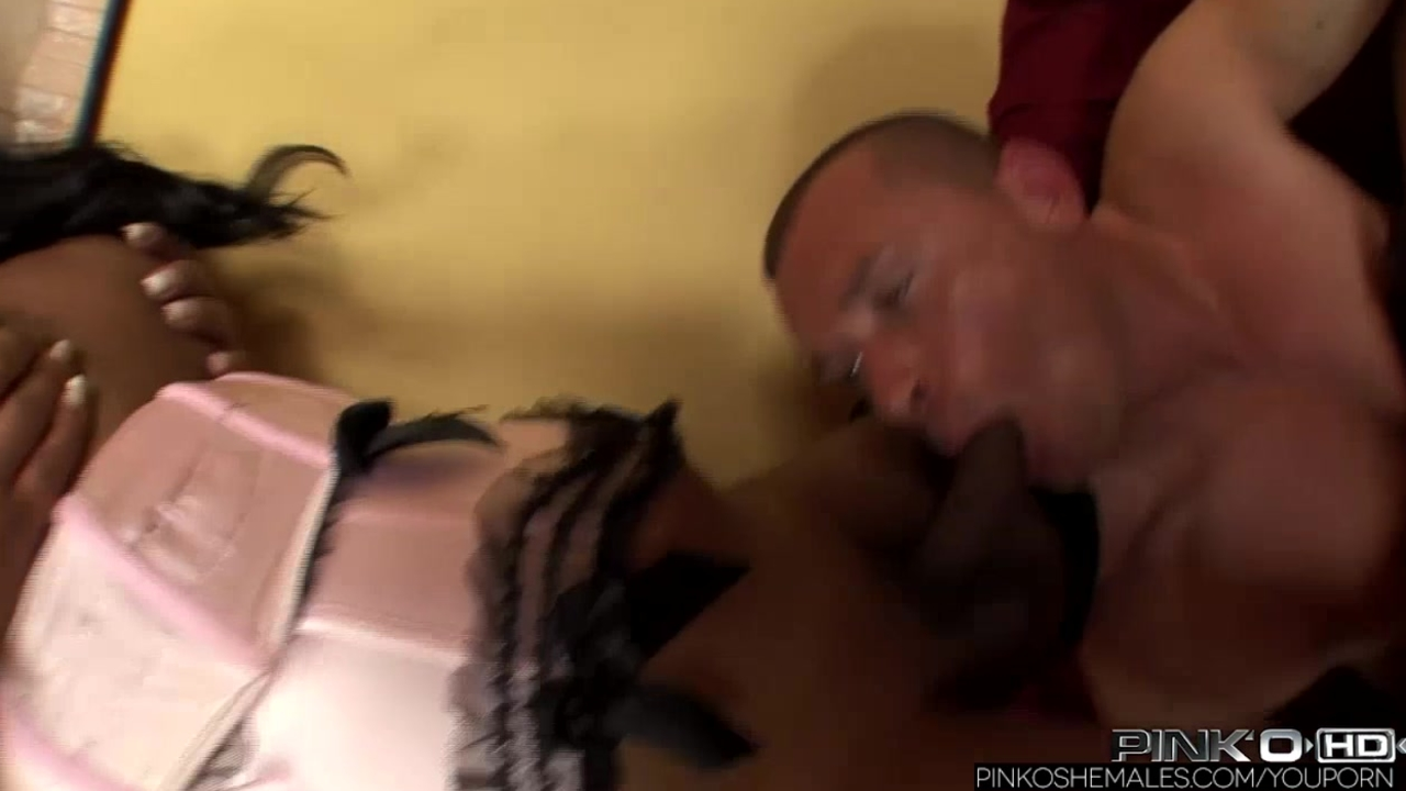 PinkOShemales Two latina shemales fucking a guy