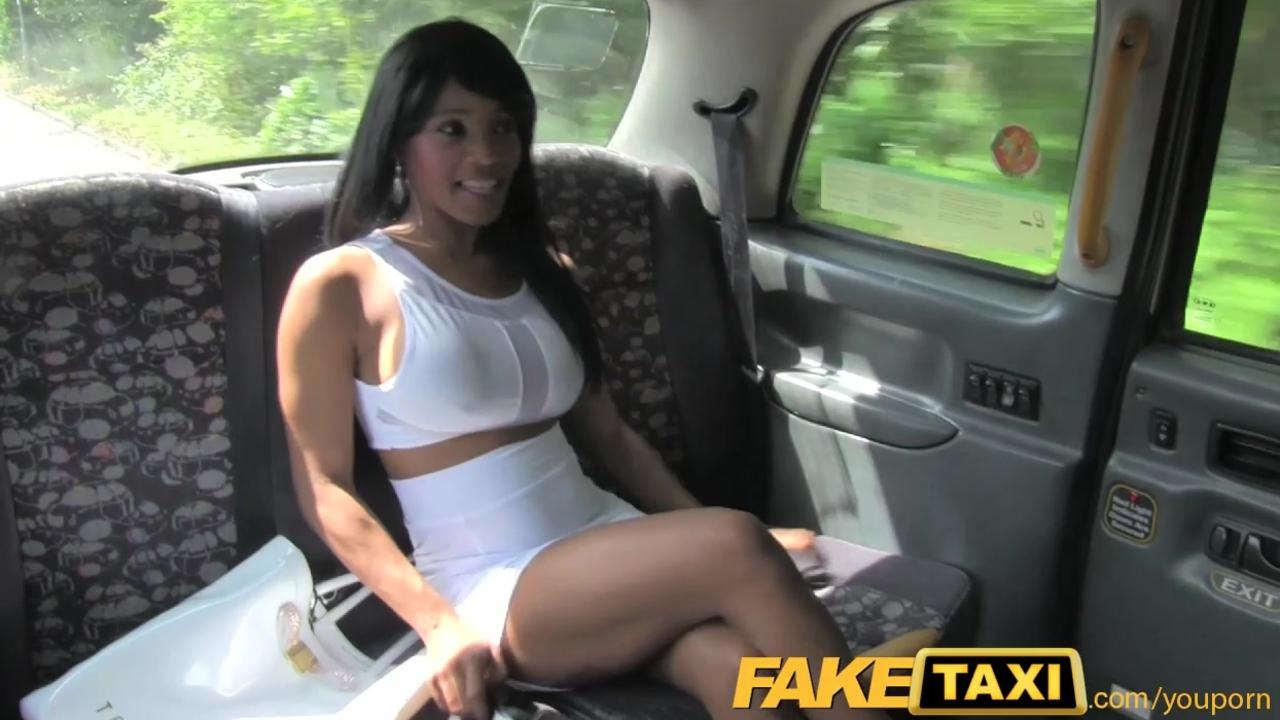 Девушка расплатилась за такси сексом на русском языке