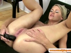 Solo blonde pissing babe pumps her ass