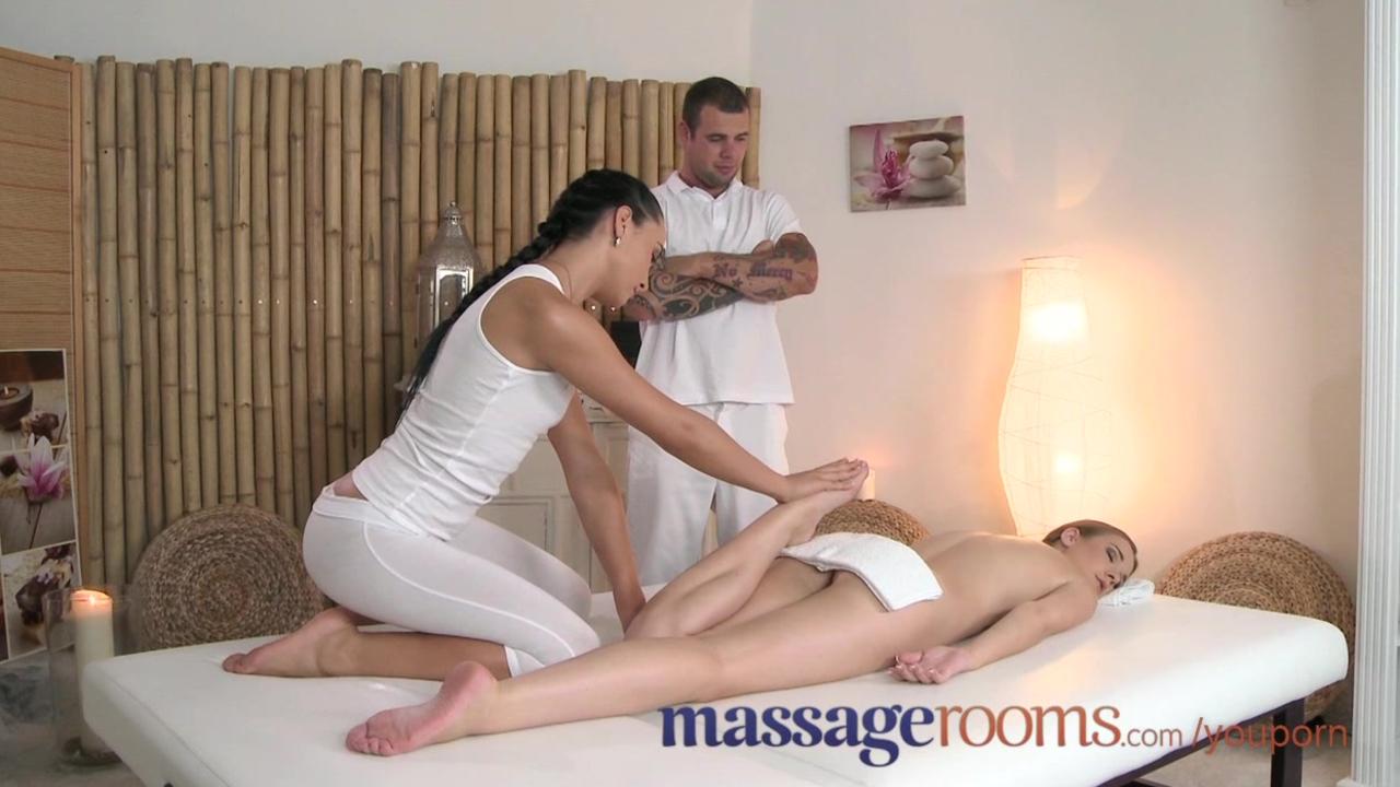 тёлка пришла на массаж получила секс
