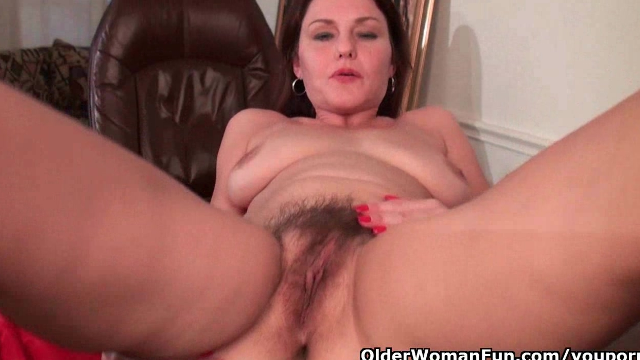 Furry moms fill their hairy sex hole with fingers and cock