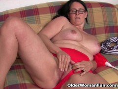 - Chubby mature housewif...