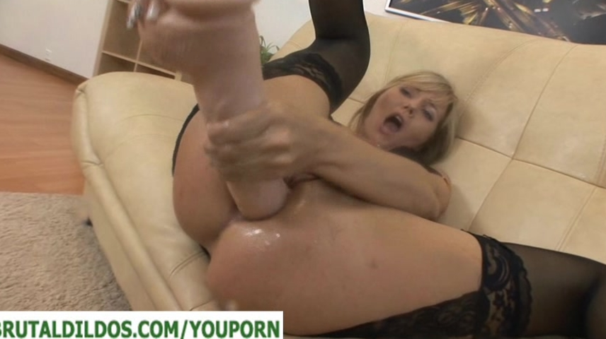 A Big dildo demolishing her as