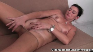 British mom loves masturbating in pantyhose