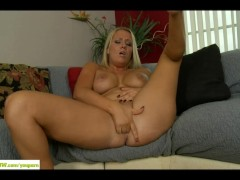 Thick MILF Tara Star Fingers Twat