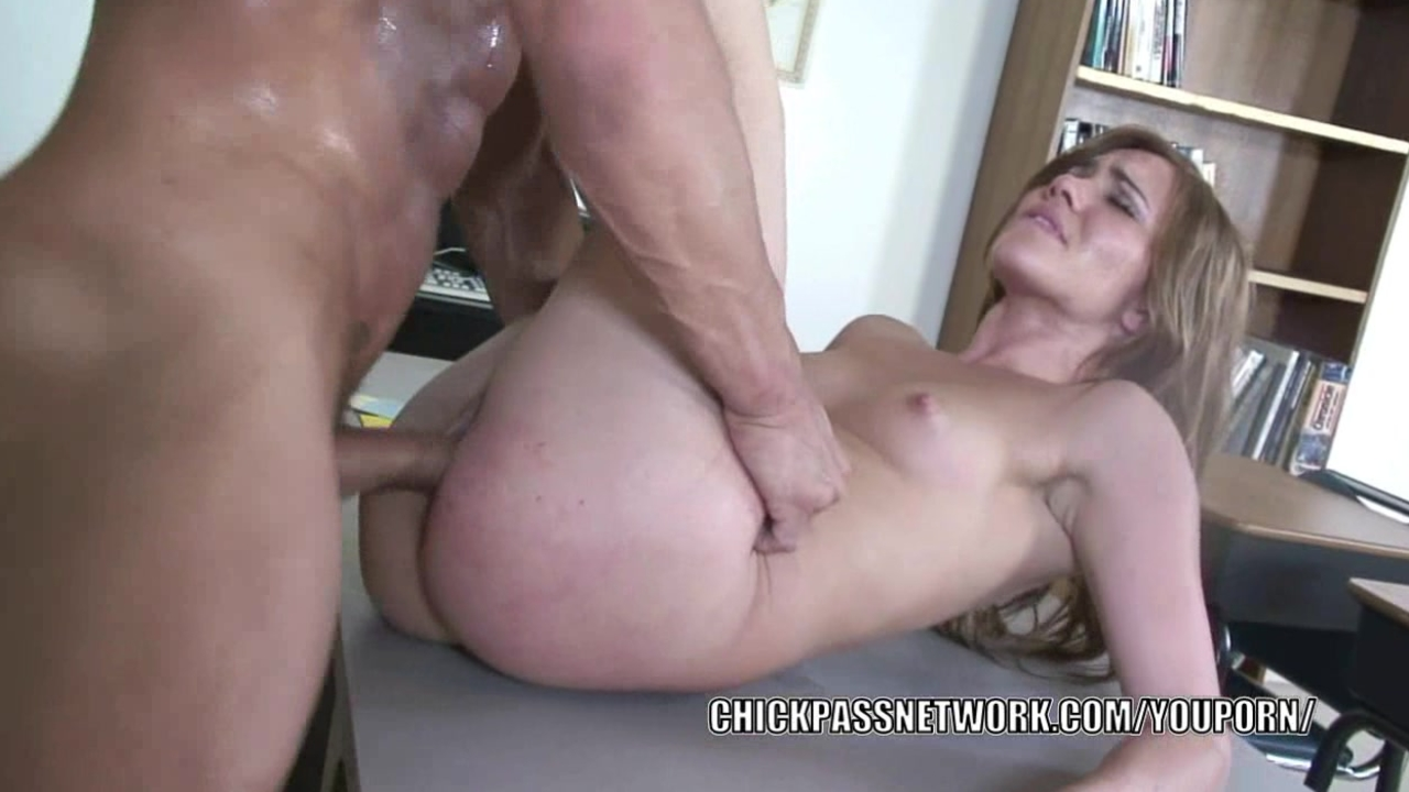 Teen slut Dakoda Brookes takin