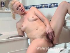Anna Joy takes a soapy bath and then masturbates