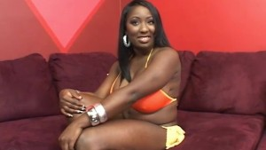 Curvy Black Babe and Skinny Girl Fuck Each Other With Toys