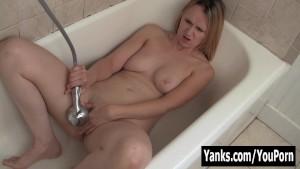 MILF Cutie Mary Masturbating Her Pussy