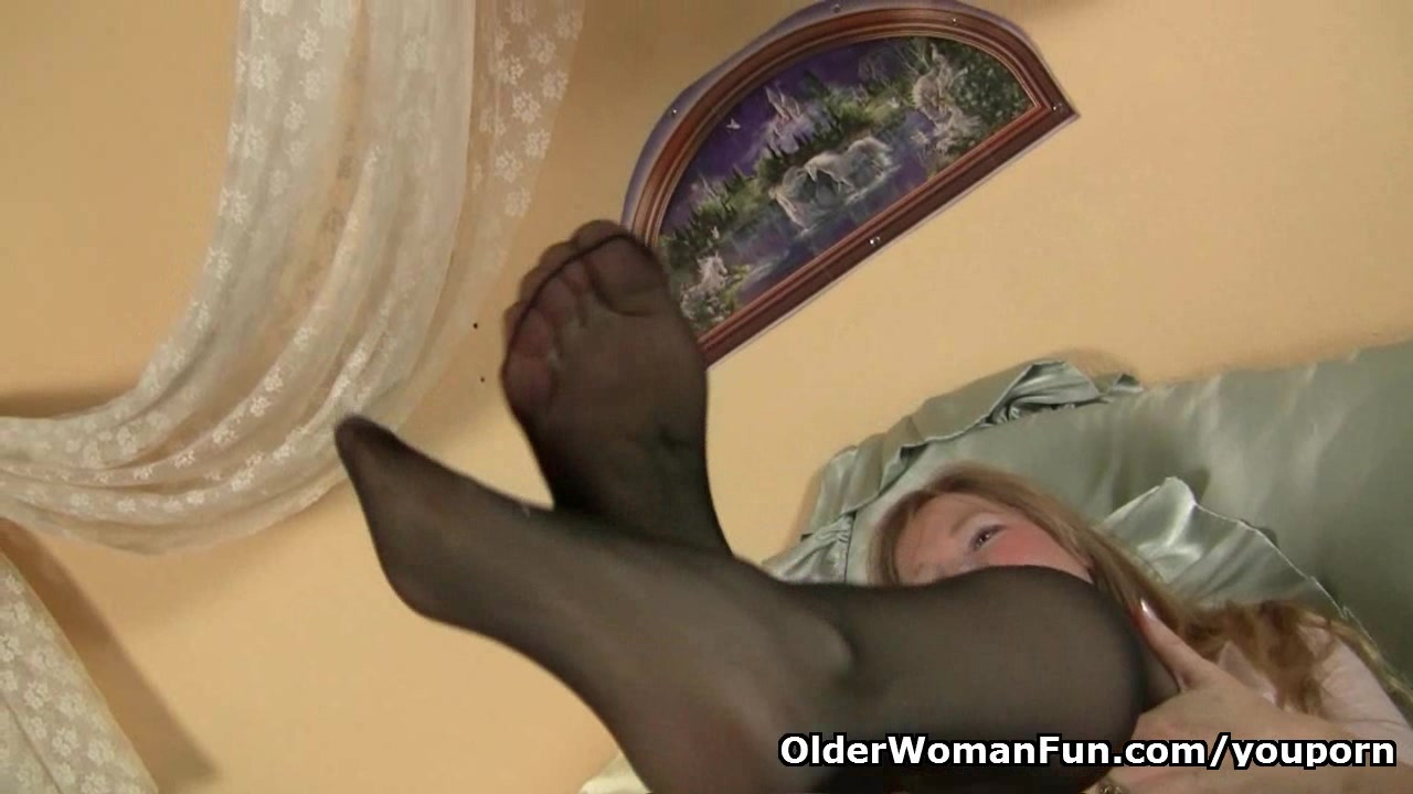 Pantyhose get moms pussy hot and throbbing
