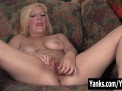 Picture Smiling Blondie Melody Masturbating Her Puss