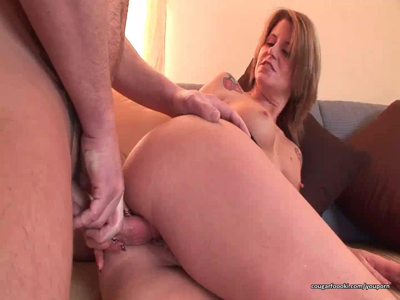 Hot cougar seduces amazing bab