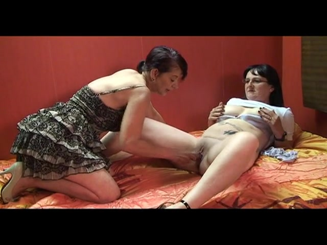 chubby milf toying eachother -