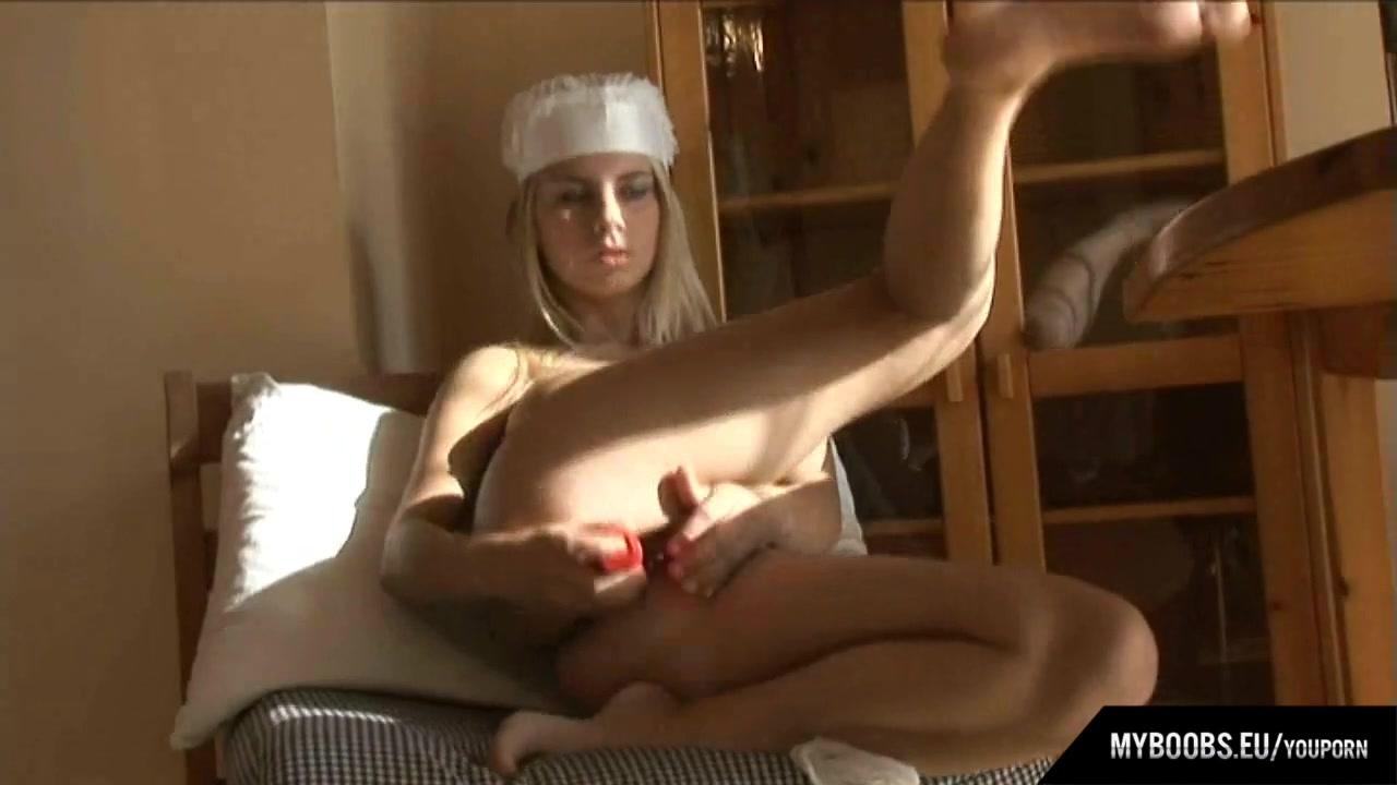 Busty Katrin Kozy masturbate i