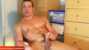 Eric, (real str8 guy) get wanked his huge cock by a guy despite of himself.