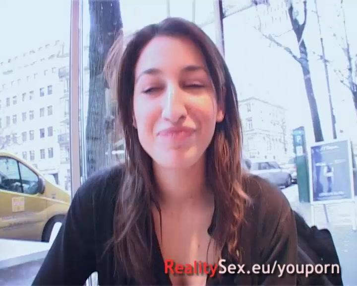 Arab nympho se fait baiser par