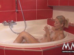 fantastique blonde nique baise bain: mmv films stunning blonde angel fucked in the bathtub