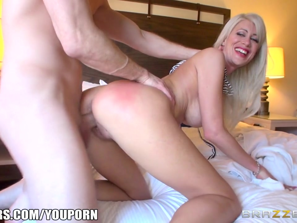 Brazzers - Busty blonde Riley