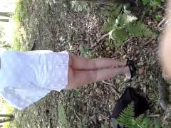 nue dans les bois
