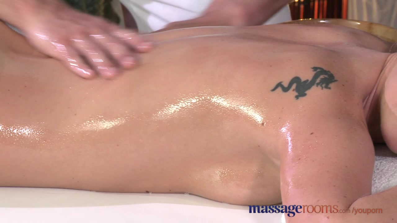 Massage Rooms Flexible blonde