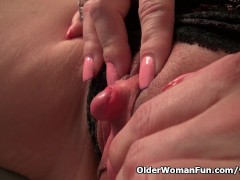 Milf Raquel's big clit needs attention