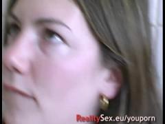 Elle se fait casser le cul dans sa cuisine en rentrant des courses !! French amateur