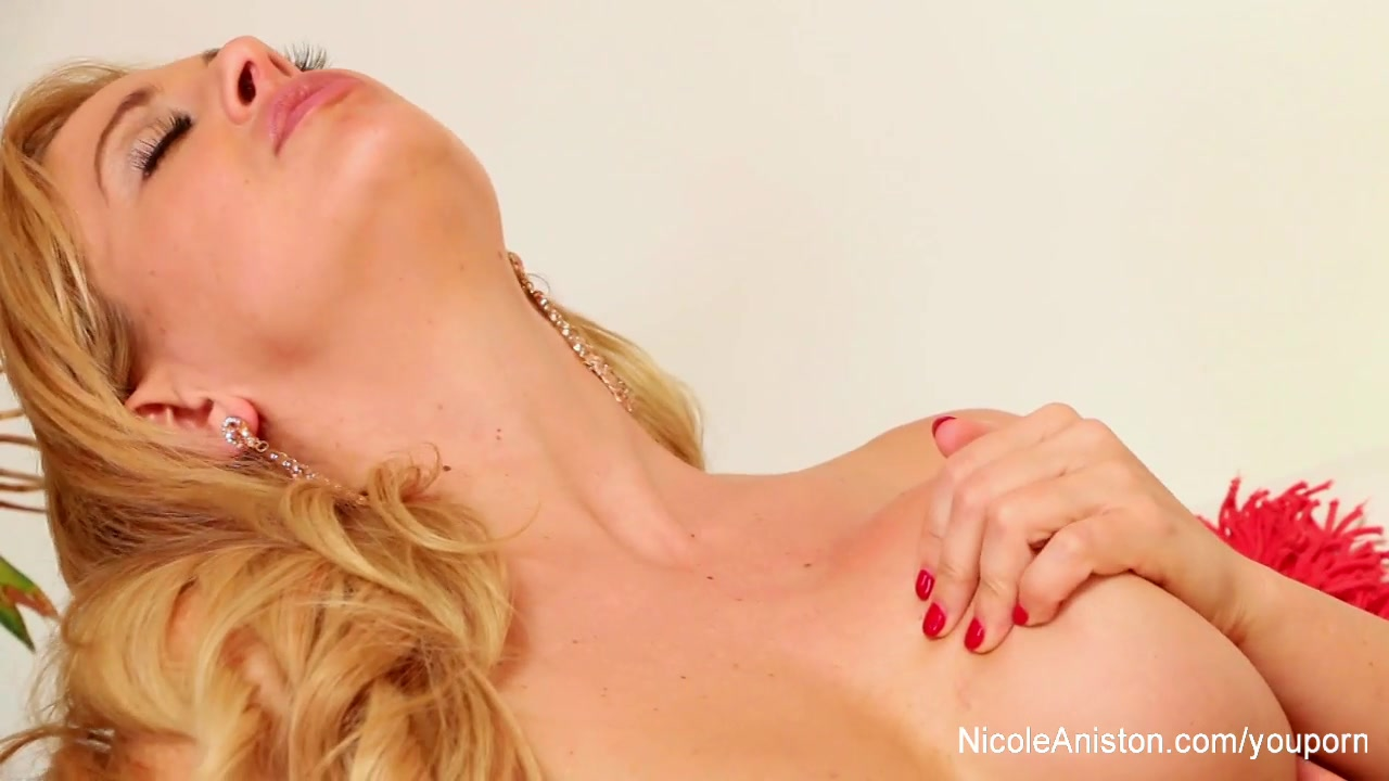 Nicole Aniston can t get enoug