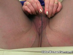 Picture Big titted milf Lily from the UK works her p...