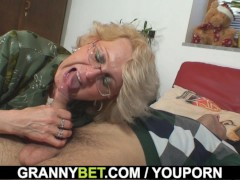 Picture Old women gets her bald pussy slammed