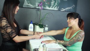TS Foxxy And Venus Get Off In The Nail Salon