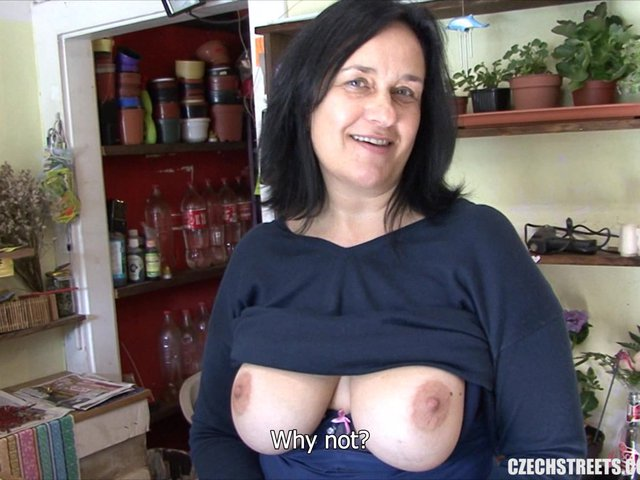 Mature Woman Fucked The Ass