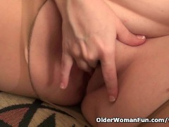 Picture American mom Jewels satisfies her craving pu...