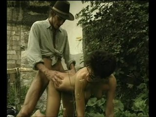 Cowgirl Cumshot Doggystyle video: Sex In The Garden - Julia Reaves