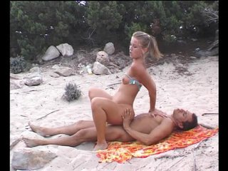 Beach Public Skinny video: She loves being perched on his rod of pleasure - Julia Reaves
