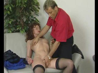 Amateur Fingering Brunette video: Amateur MILF gets it on - Julia Reaves