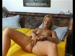 Picture Hot blonde milf masturbating - Julia Reaves