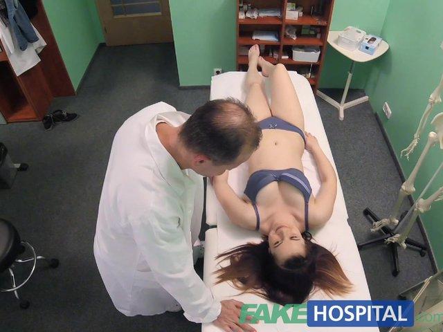 Nieśmiała rosjanka u ginekologa
