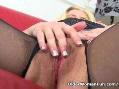 Picture British milf Tori loves her easy accessible...