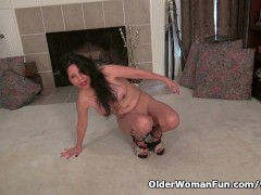 Picture American granny April White works her old pu...