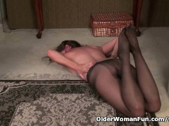 Picture Pantyhosed milf Tricia Thompson takes care o...