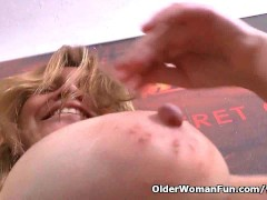 Picture Latina milf Allison plays kinky games with c...