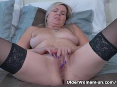 Picture Canadian milf Velvet gives her pussy a worko...