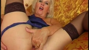 Mature Fingering Her Cunt