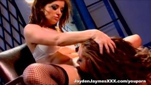 Jayden Jaymes gives Taylor Vixen lesbian lessons