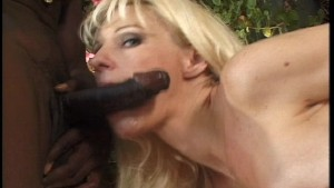 Hot blonde chick gets fingered and fucked
